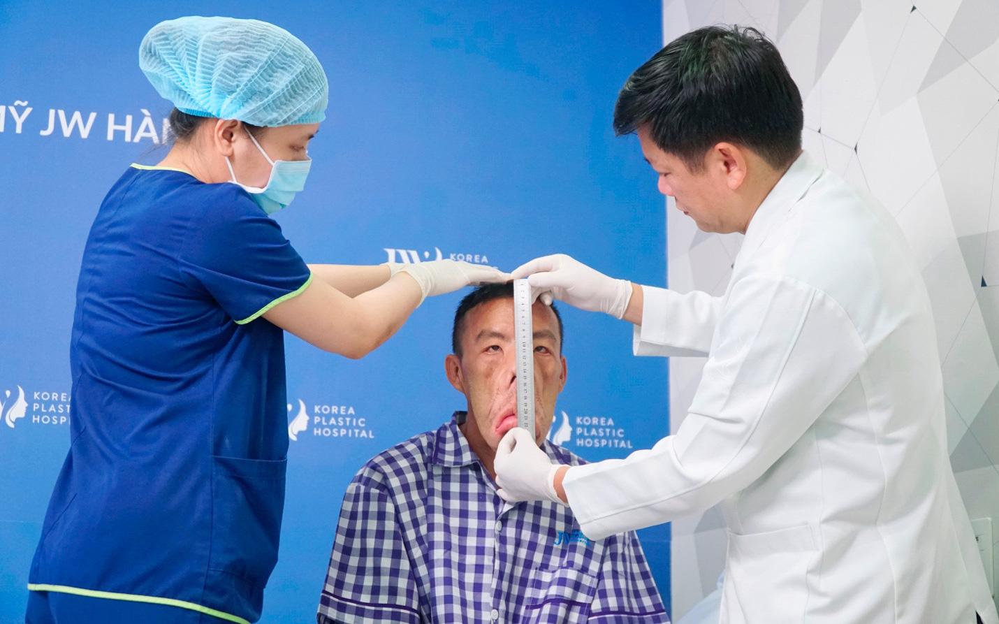 """Giải mã 23.000 Gen của anh Mến """"mặt xệ"""", bác sĩ Tú Dung quyết tìm nguyên nhân bệnh lạ"""