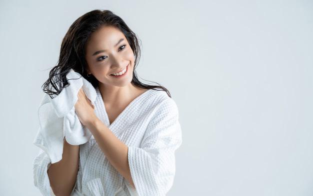 5 hành động khiến tóc bị gãy rụng thấy thương, khiến chị em lăn tăn mỗi ngày