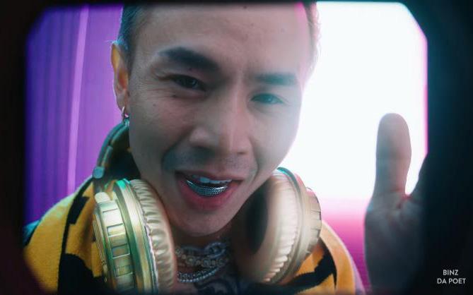 Bất ngờ chưa, sneakers vàng và headphone vàng nguyên khối trong MV Binz có thể là của bạn!