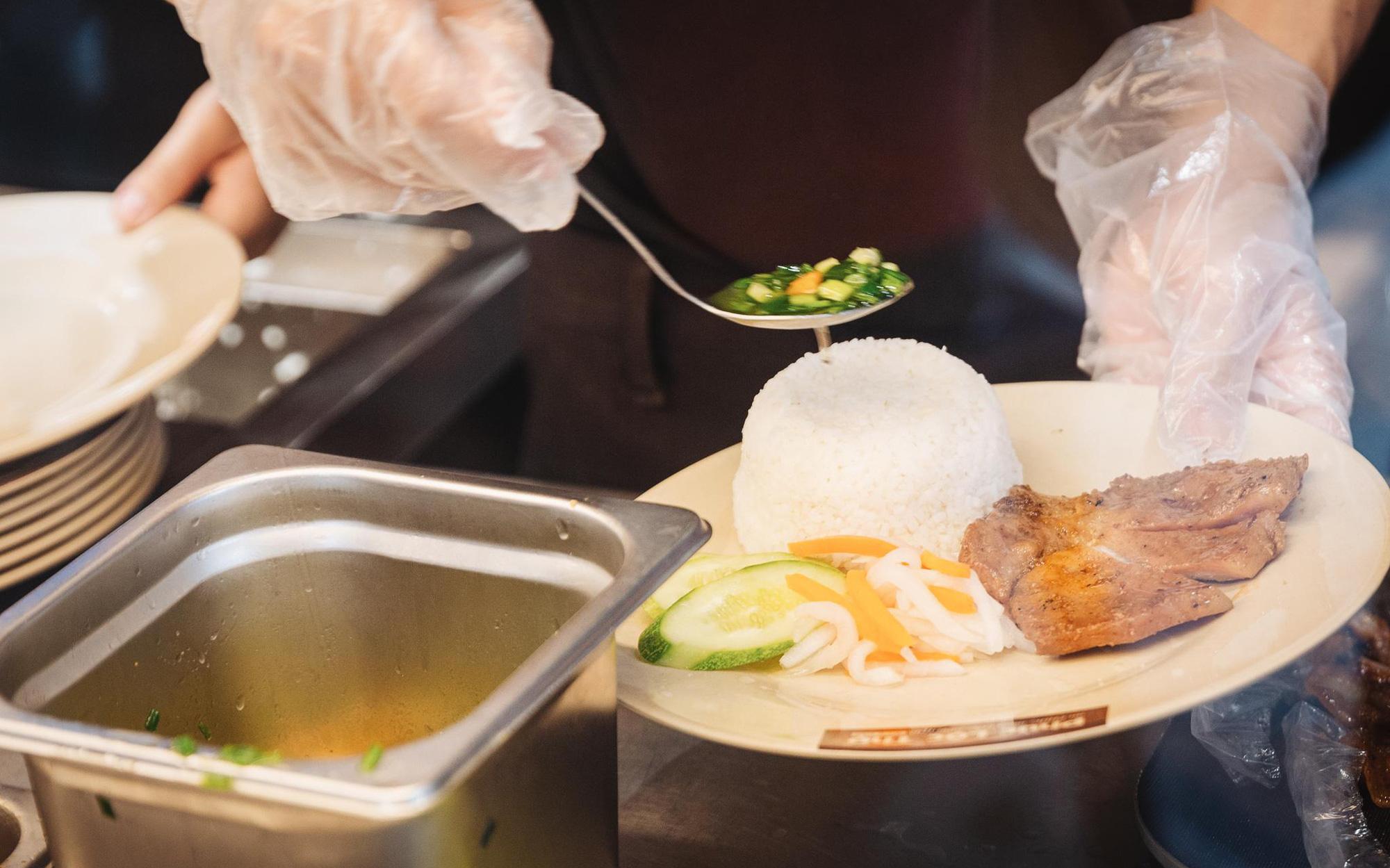 """Trót mê mẩn cơm tấm thì không thể bỏ qua địa chỉ """"ngon nức lòng"""" ở Sài Gòn"""