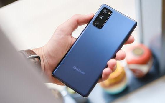 """Sẵn sàng sạc đầy pin, wifi đầy vạch để săn deal Samsung khủng cùng """"Tiệc Sale Máu"""" Black Friday"""