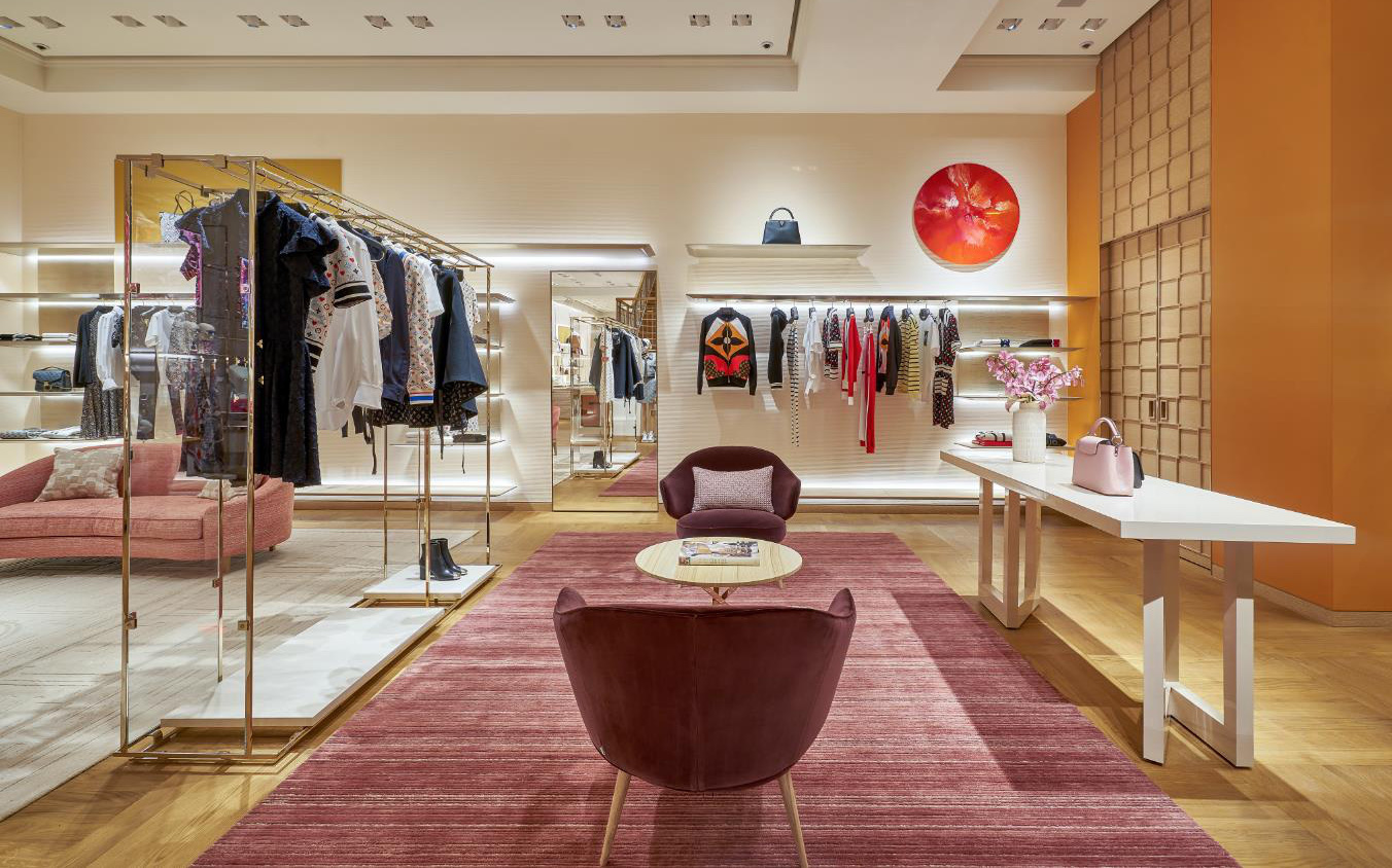 """Louis Vuitton """"thắp sáng"""" Thủ đô Hà Nội với cửa hàng mới: Hoành tráng hơn, lộng lẫy hơn"""
