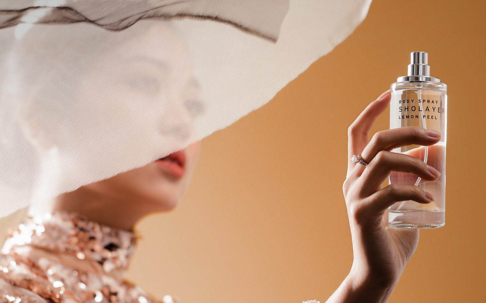 """Học lỏm hội beauty blogger """"trend"""" mới: Chọn mùi hương nước hoa tinh tế lại cực """"chill"""" mùa Valentine"""