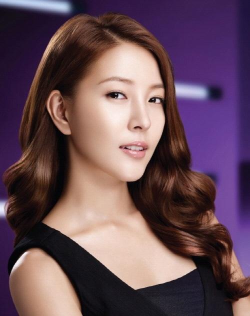 Thùy Trang tự tin tại họp báo Asia's Next Top Model 17
