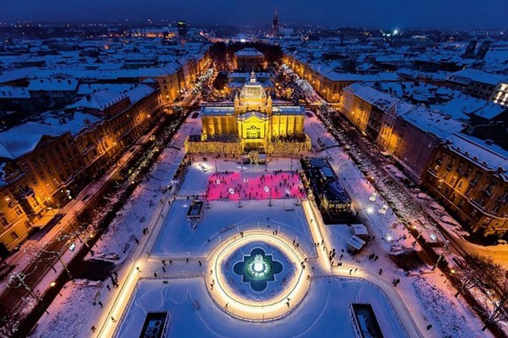 Những khu chợ Giáng sinh đẹp như cổ tích trên khắp thế giới - Ảnh 1.