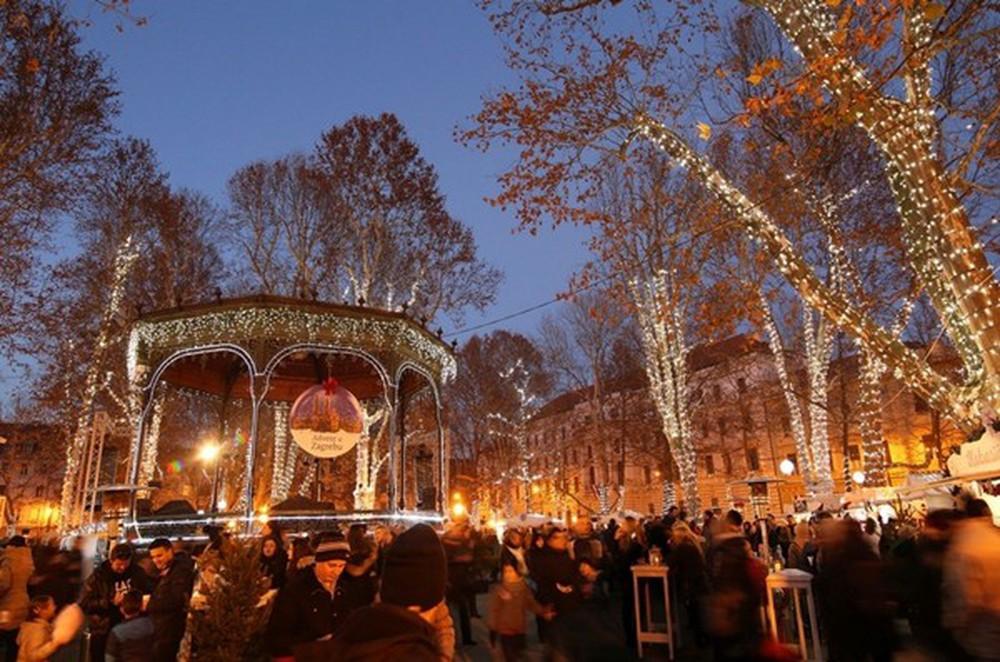 Những khu chợ Giáng sinh đẹp như cổ tích trên khắp thế giới - Ảnh 2.