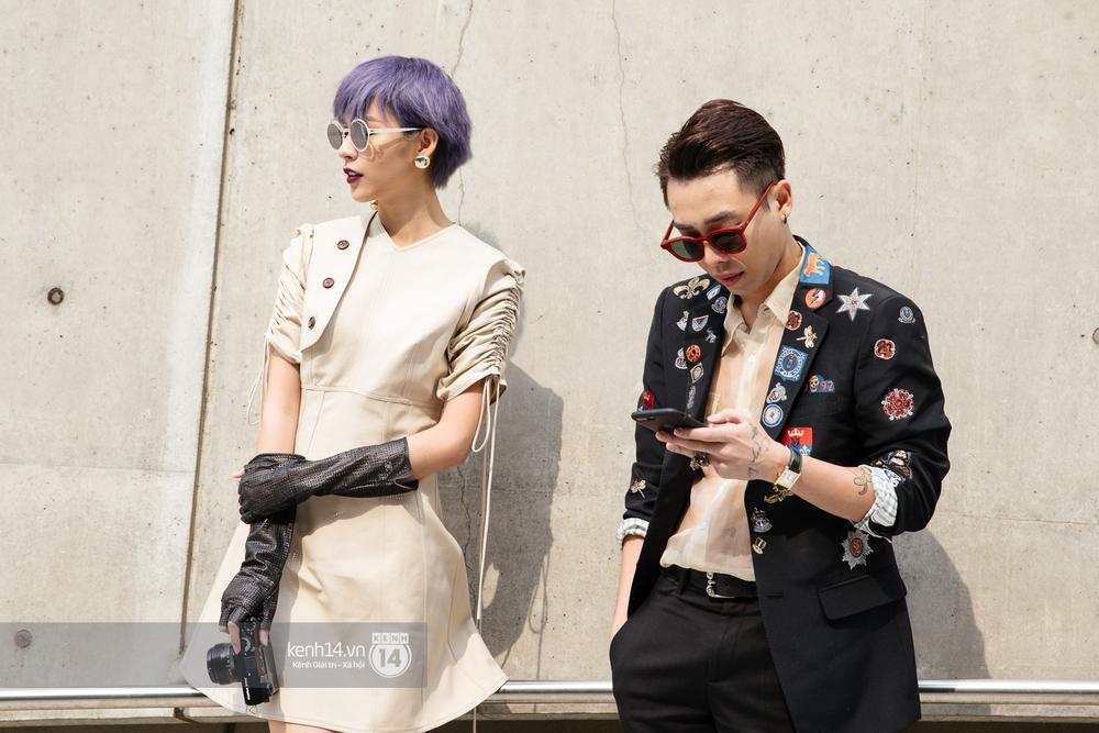 Seoul Fashion Week: Phí Phương Anh tóc tím nổi bần bật trên hàng ghế đầu cùng stylist Hoàng Ku - Ảnh 3.