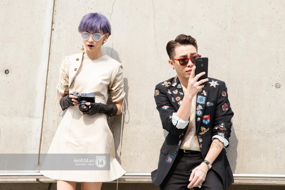 Seoul Fashion Week: Phí Phương Anh tóc tím nổi bần bật trên hàng ghế đầu cùng stylist Hoàng Ku - Ảnh 7.