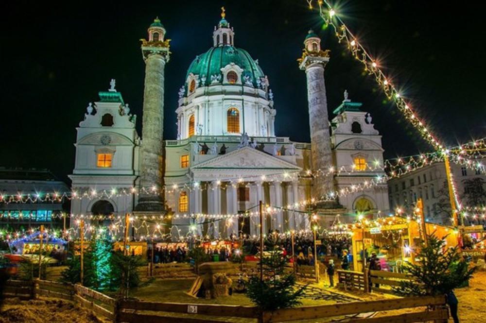 Những khu chợ Giáng sinh đẹp như cổ tích trên khắp thế giới - Ảnh 8.