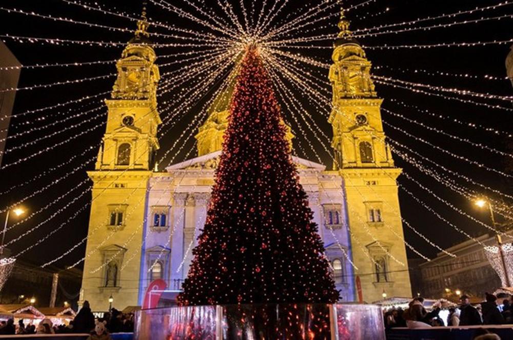 Những khu chợ Giáng sinh đẹp như cổ tích trên khắp thế giới - Ảnh 11.