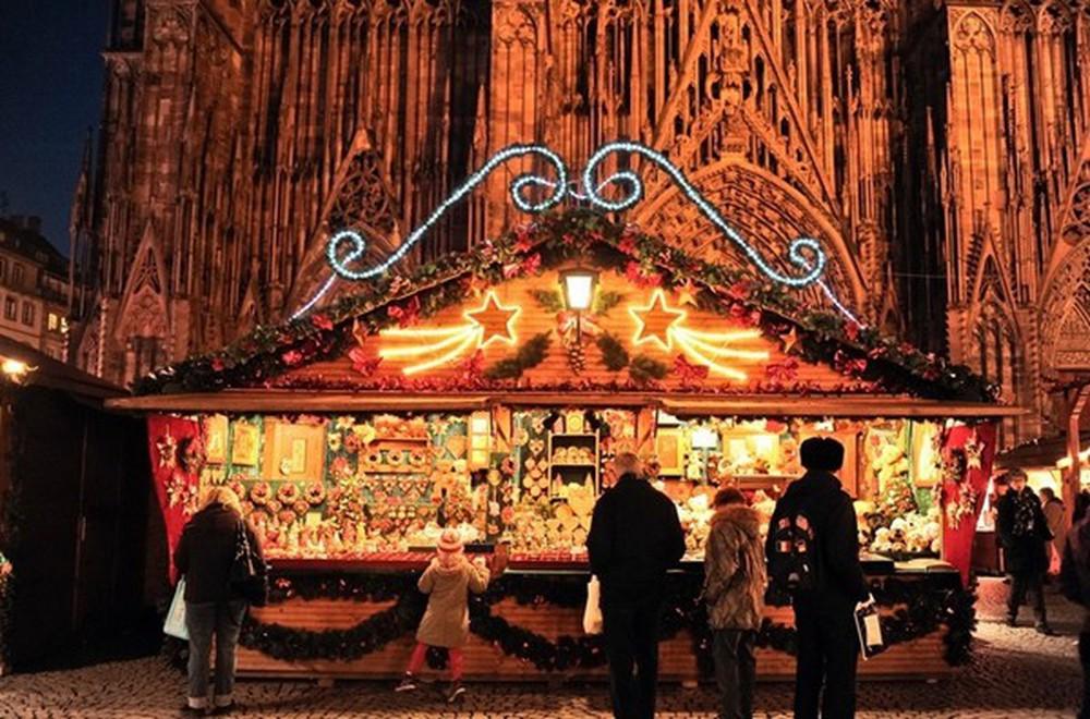 Những khu chợ Giáng sinh đẹp như cổ tích trên khắp thế giới - Ảnh 14.