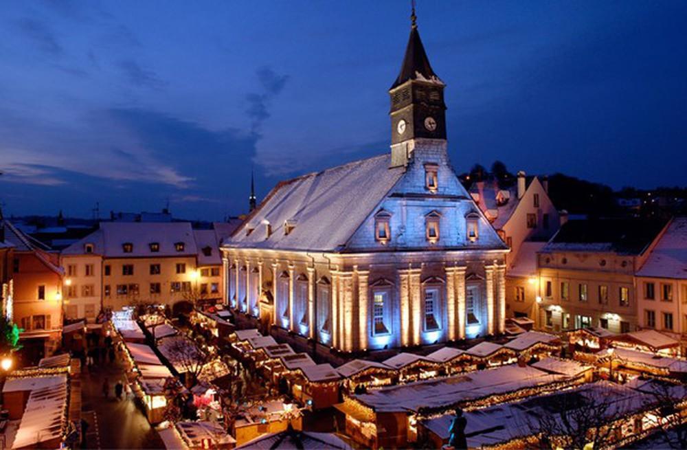 Những khu chợ Giáng sinh đẹp như cổ tích trên khắp thế giới - Ảnh 16.