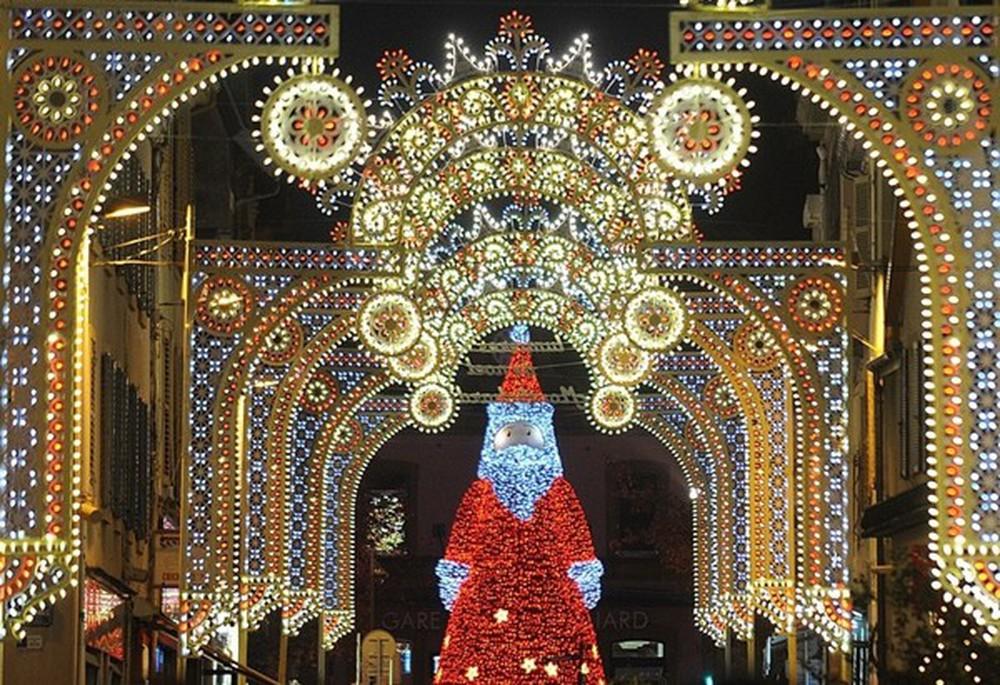 Những khu chợ Giáng sinh đẹp như cổ tích trên khắp thế giới - Ảnh 17.