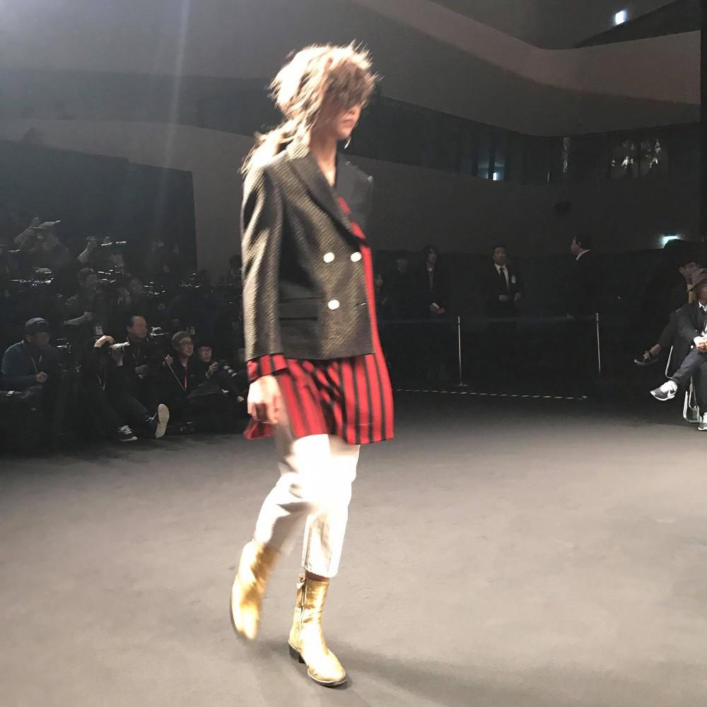 Seoul Fashion Week: Phí Phương Anh tóc tím nổi bần bật trên hàng ghế đầu cùng stylist Hoàng Ku - Ảnh 18.