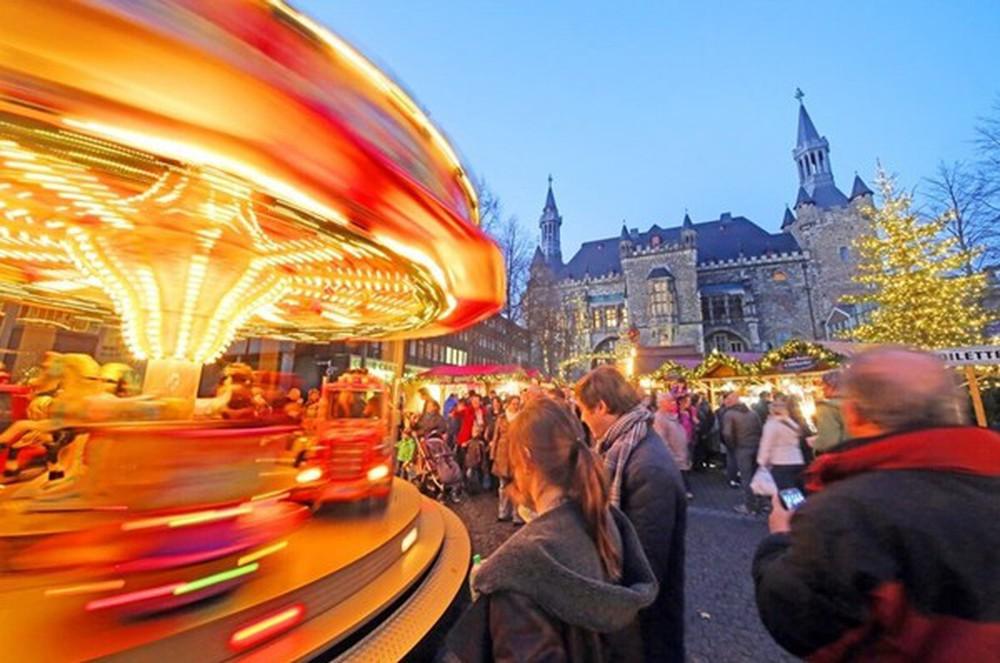 Những khu chợ Giáng sinh đẹp như cổ tích trên khắp thế giới - Ảnh 21.
