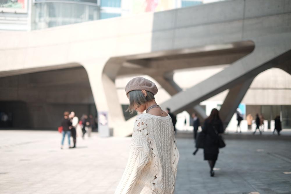 Seoul Fashion Week: Min xinh như gái Hàn, Hoàng Ku mặc áo lông 5kg giá 500 triệu ngồi ghế đầu xem show - Ảnh 11.