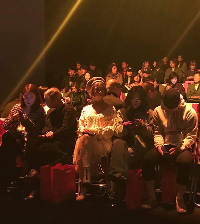 Seoul Fashion Week: Min xinh như gái Hàn, Hoàng Ku mặc áo lông 5kg giá 500 triệu ngồi ghế đầu xem show - Ảnh 16.