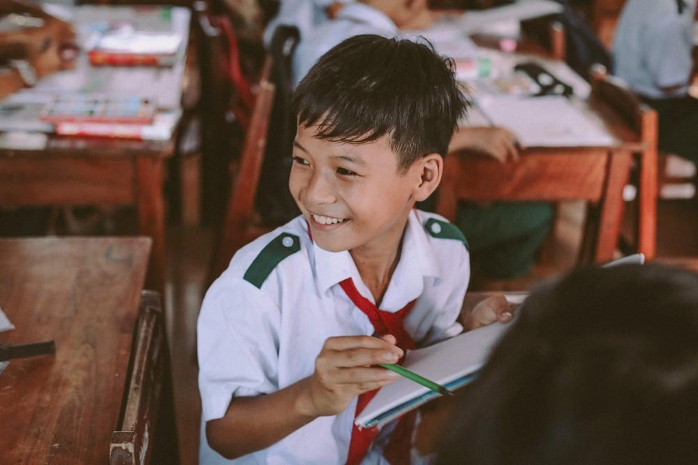 Bộ ảnh xúc động về cậu bé mồ côi ở Quảng Nam tự lập từ năm 12 tuổi, nuôi lợn để được đến trường - Ảnh 4.