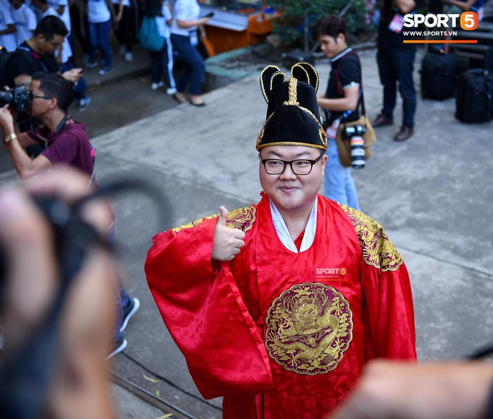 Hoàng thượng Hàn Quốc được fan girl Việt Nam chăm sóc nhiệt tình - Ảnh 5.