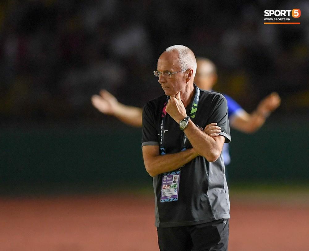 HLV Philippines vỗ vai thán phục đồng nghiệp Park Hang-seo sau trận thua Việt Nam  - Ảnh 3.