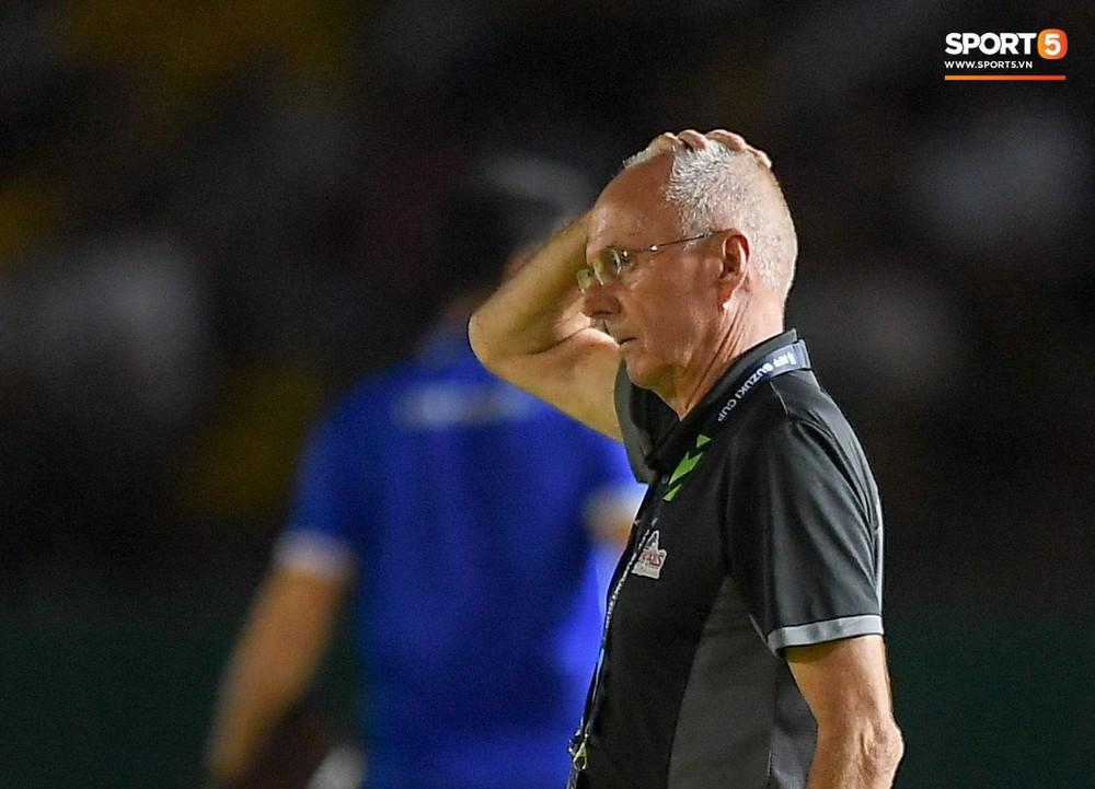 HLV Philippines vỗ vai thán phục đồng nghiệp Park Hang-seo sau trận thua Việt Nam  - Ảnh 5.