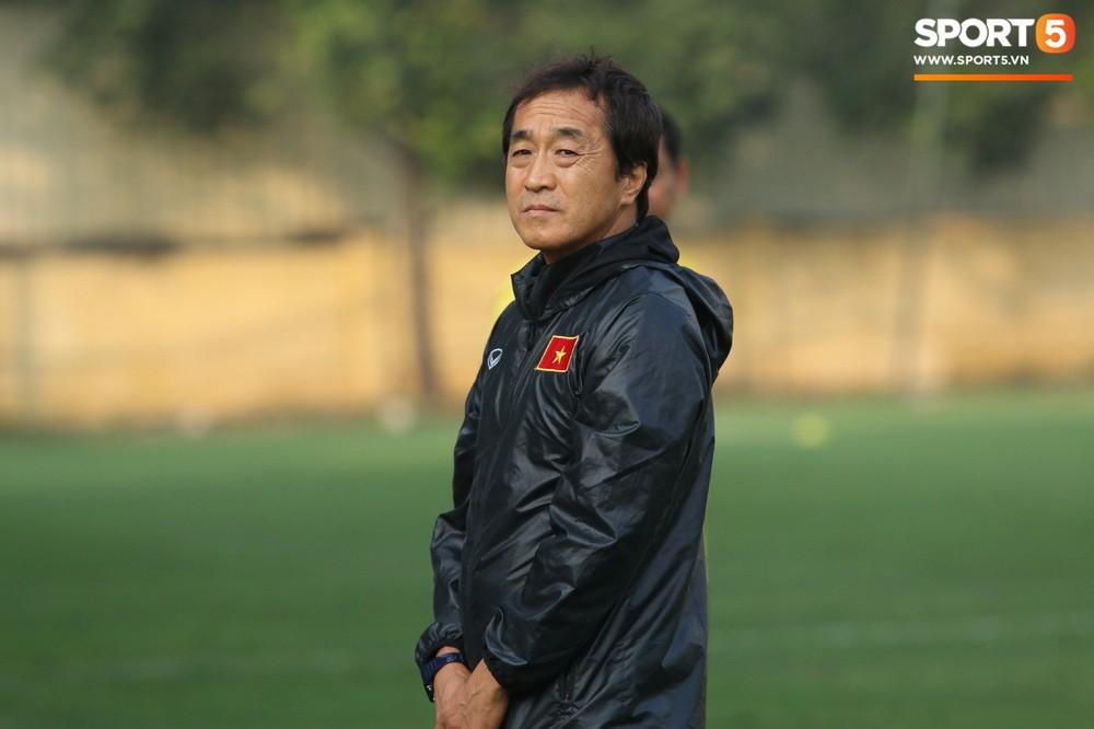 Quang Hải, Văn Đức phải tập riêng sau khi trở về từ lễ trao giải Quả bóng vàng Việt Nam 2018 - Ảnh 1.
