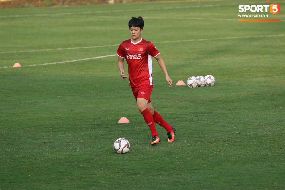 Quang Hải, Văn Đức phải tập riêng sau khi trở về từ lễ trao giải Quả bóng vàng Việt Nam 2018 - Ảnh 9.