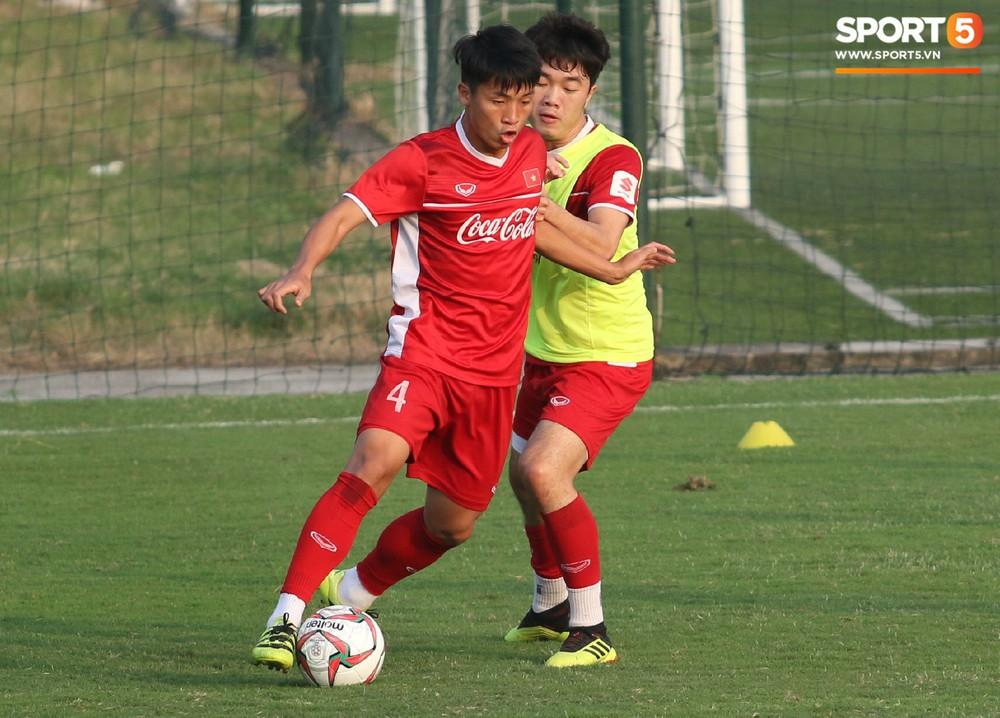 Quang Hải, Văn Đức phải tập riêng sau khi trở về từ lễ trao giải Quả bóng vàng Việt Nam 2018 - Ảnh 5.