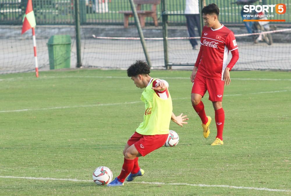 Quang Hải, Văn Đức phải tập riêng sau khi trở về từ lễ trao giải Quả bóng vàng Việt Nam 2018 - Ảnh 8.