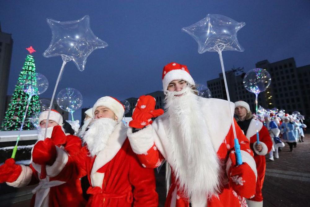 Cận cảnh Giáng sinh rộn ràng khắp thế giới - Ảnh 1.