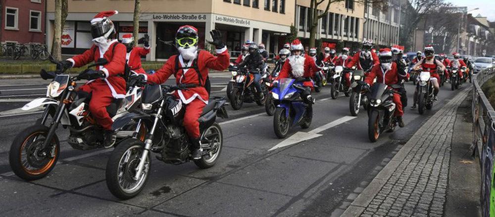 Cận cảnh Giáng sinh rộn ràng khắp thế giới - Ảnh 2.