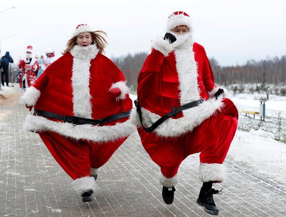 Cận cảnh Giáng sinh rộn ràng khắp thế giới - Ảnh 19.