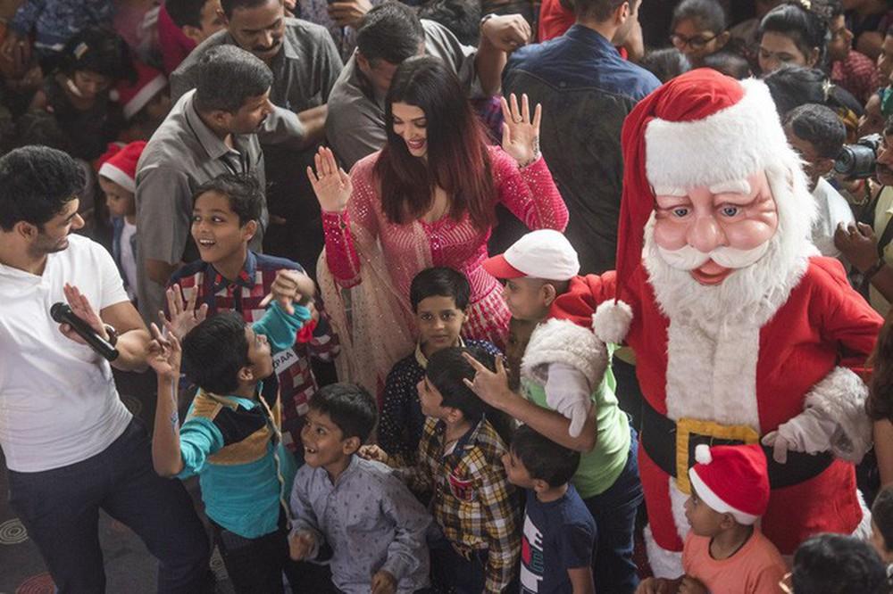 Cận cảnh Giáng sinh rộn ràng khắp thế giới - Ảnh 4.