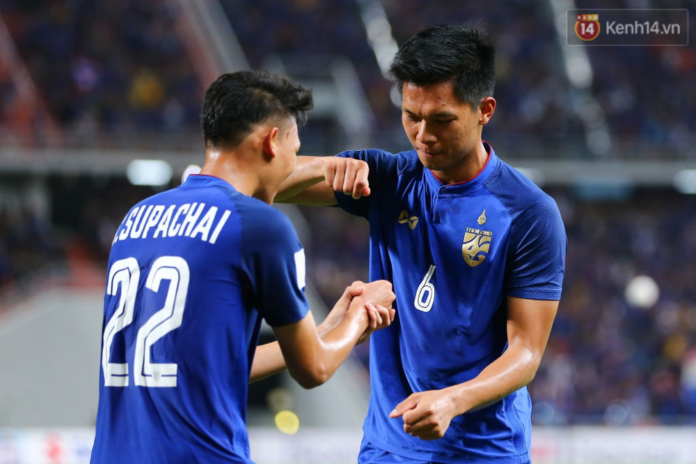 Cầu thủ Thái Lan suy sụp, đổ gục xuống sân sau thất bại đau đớn trước Malaysia - Ảnh 18.