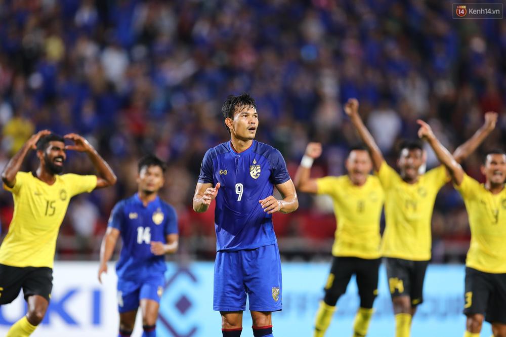 Cầu thủ Thái Lan suy sụp, đổ gục xuống sân sau thất bại đau đớn trước Malaysia - Ảnh 6.
