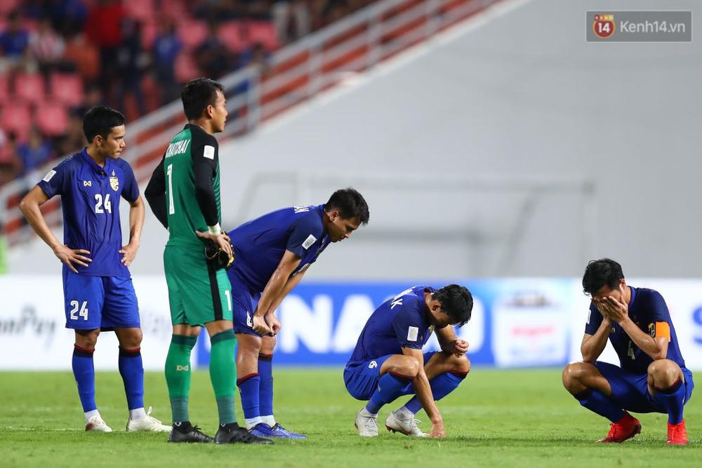 Cầu thủ Thái Lan suy sụp, đổ gục xuống sân sau thất bại đau đớn trước Malaysia - Ảnh 12.