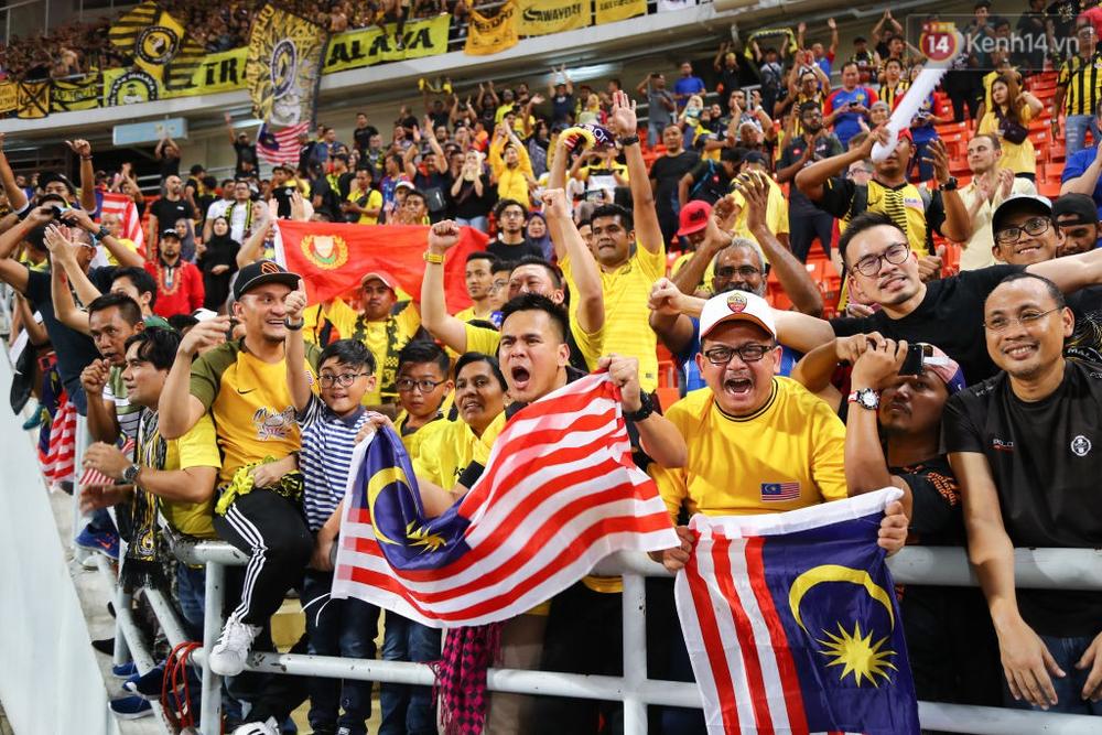 Cầu thủ Thái Lan suy sụp, đổ gục xuống sân sau thất bại đau đớn trước Malaysia - Ảnh 22.