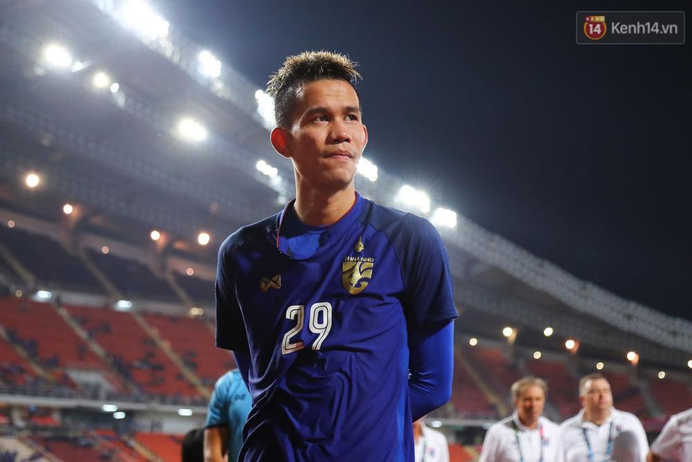 Cầu thủ Thái Lan suy sụp, đổ gục xuống sân sau thất bại đau đớn trước Malaysia - Ảnh 13.