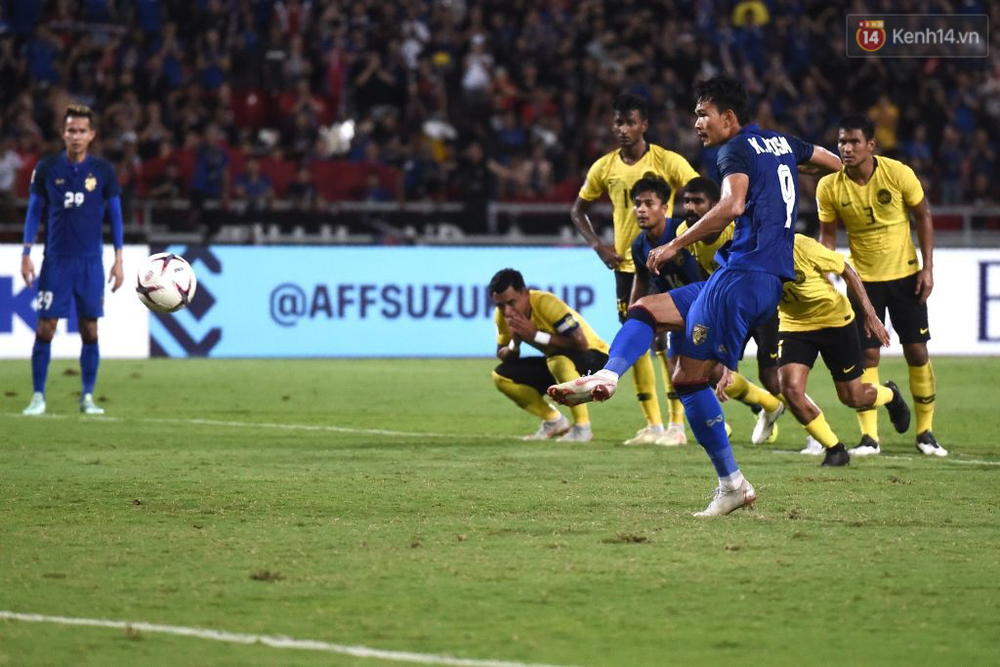 Cầu thủ Thái Lan suy sụp, đổ gục xuống sân sau thất bại đau đớn trước Malaysia - Ảnh 5.