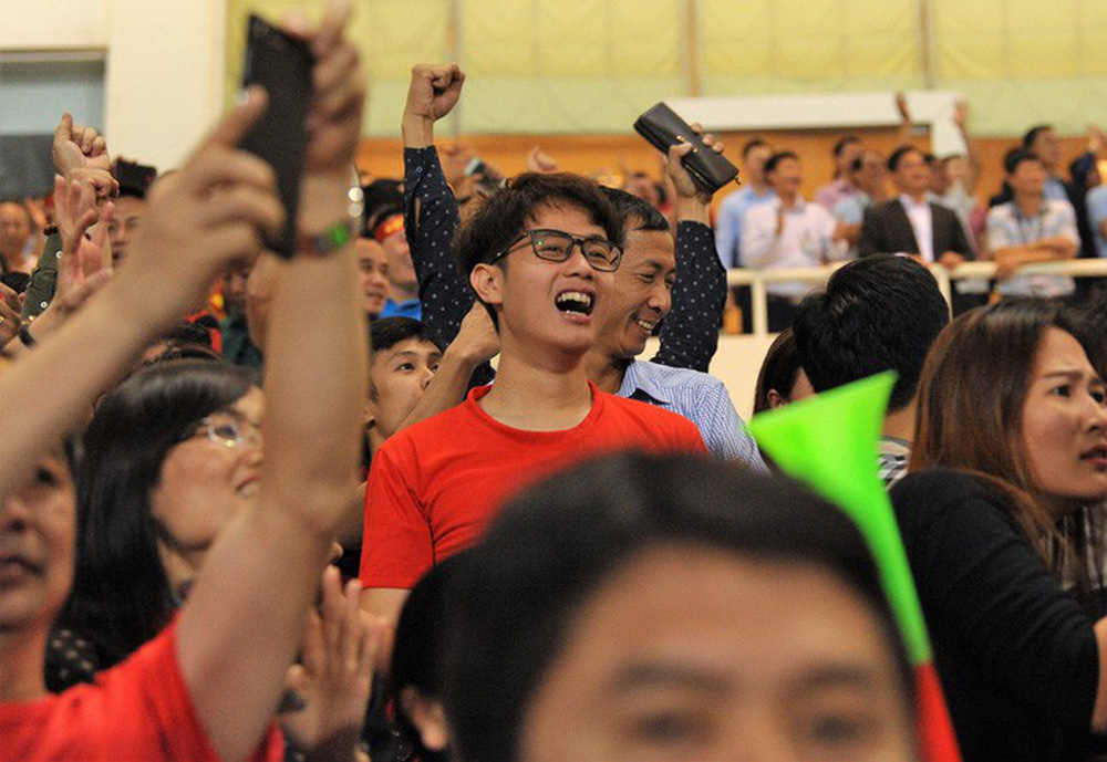 Bạn gái Quang Hải ăn mừng cực sung khi người yêu ghi bàn vào lưới Philippines - Ảnh 11.