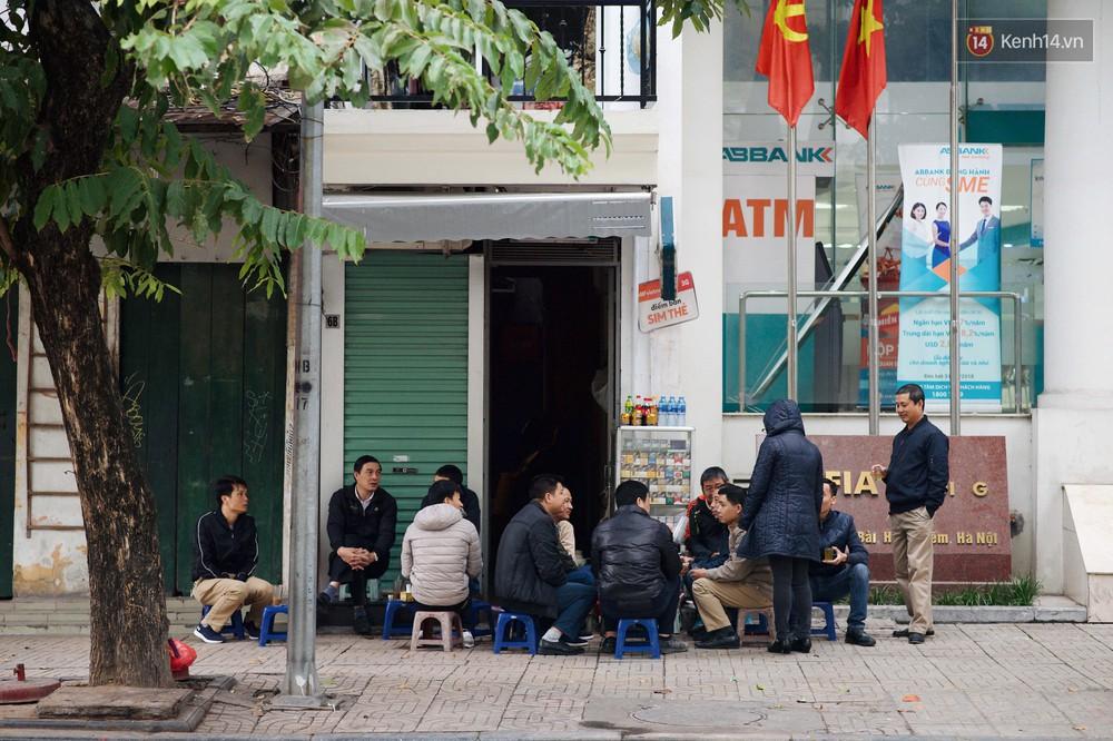 Nhiệt độ giảm sốc, Hà Nội rét đậm 15 độ: Mùa hè bất tận của năm 2018 đã kết thúc thật chứ? - Ảnh 3.
