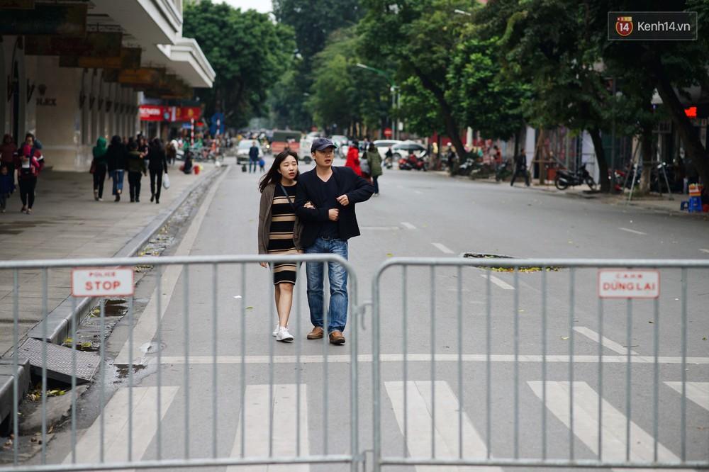 Nhiệt độ giảm sốc, Hà Nội rét đậm 15 độ: Mùa hè bất tận của năm 2018 đã kết thúc thật chứ? - Ảnh 8.