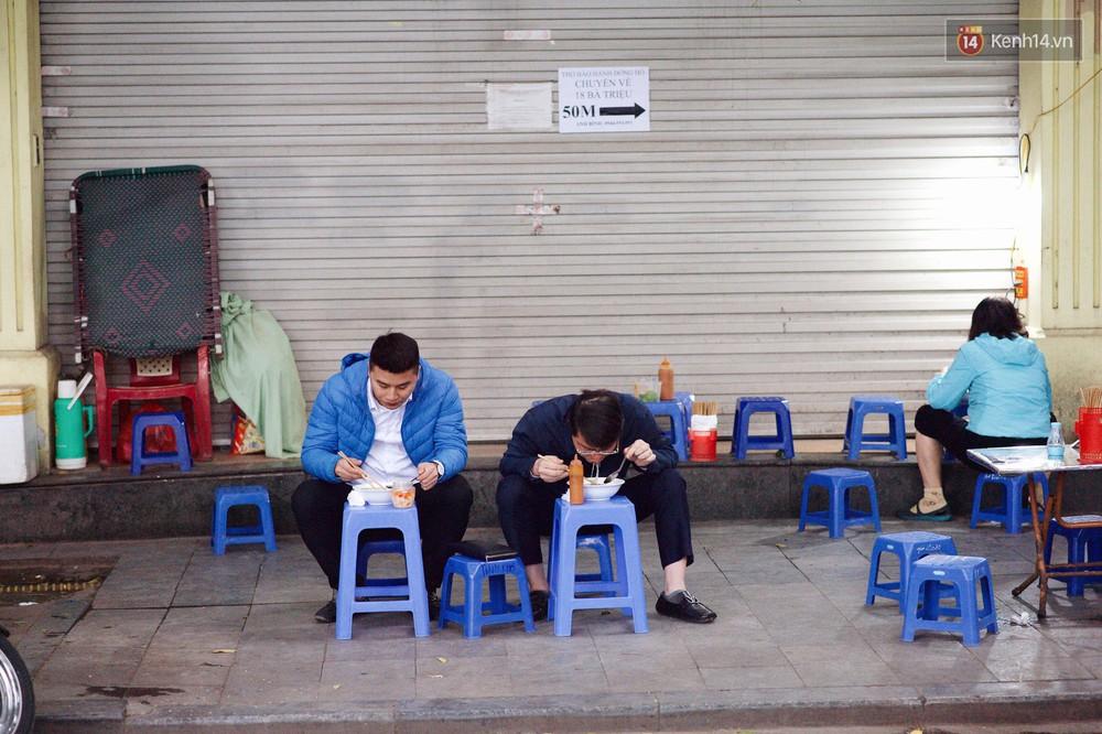 Nhiệt độ giảm sốc, Hà Nội rét đậm 15 độ: Mùa hè bất tận của năm 2018 đã kết thúc thật chứ? - Ảnh 4.