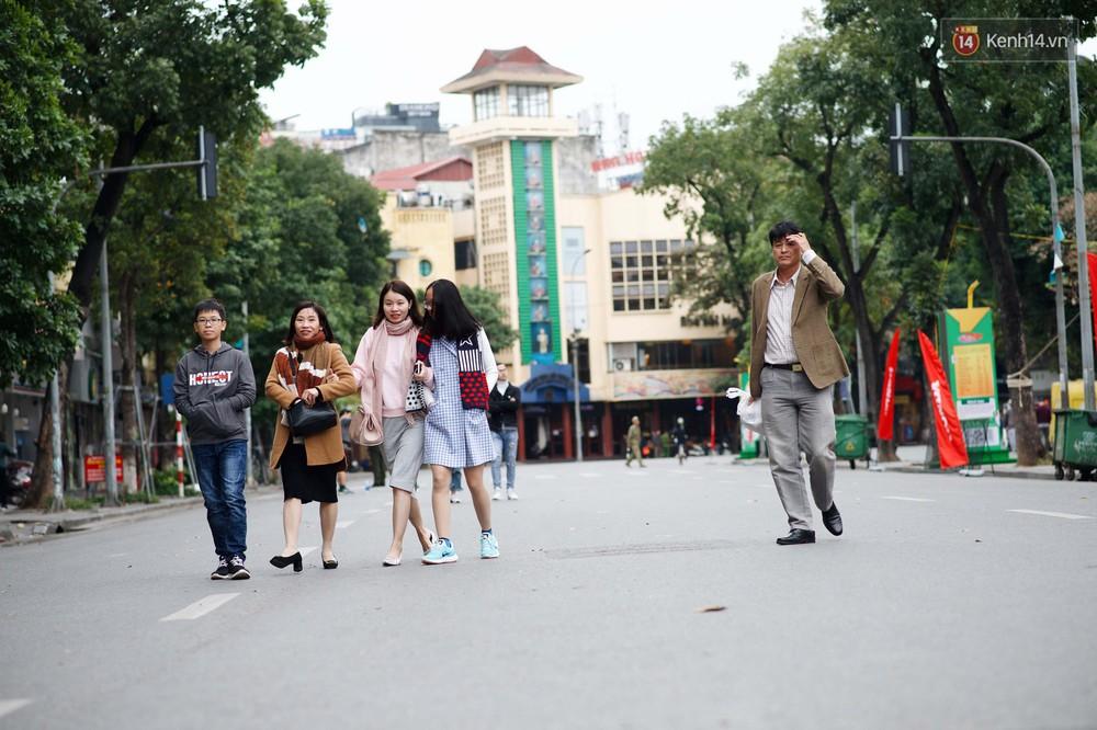 Nhiệt độ giảm sốc, Hà Nội rét đậm 15 độ: Mùa hè bất tận của năm 2018 đã kết thúc thật chứ? - Ảnh 10.