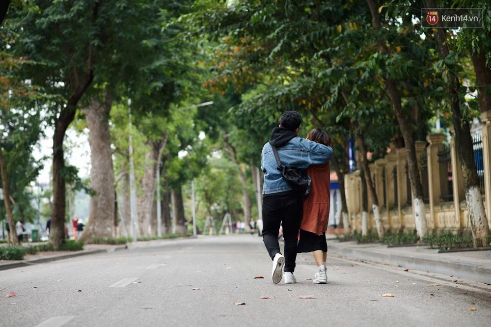 Nhiệt độ giảm sốc, Hà Nội rét đậm 15 độ: Mùa hè bất tận của năm 2018 đã kết thúc thật chứ? - Ảnh 12.