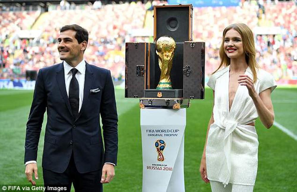 Hoa hậu, siêu mẫu và những cô gái Nga hút ánh nhìn trong lễ khai mạc World Cup 2018 - Ảnh 3.