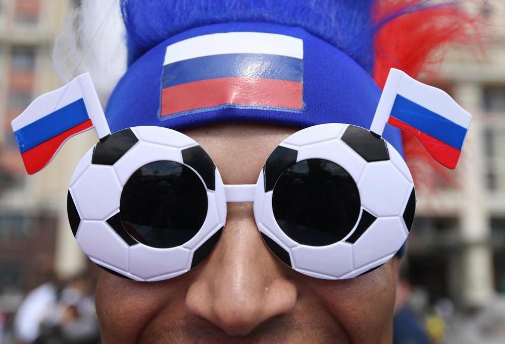 Fan thế giới tạo ra bầu không khí lễ hội ở Nga trong ngày khai mạc World Cup 2018 - Ảnh 2.