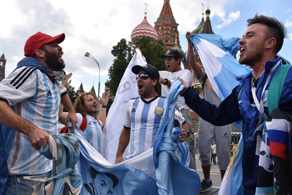 Fan thế giới tạo ra bầu không khí lễ hội ở Nga trong ngày khai mạc World Cup 2018 - Ảnh 3.