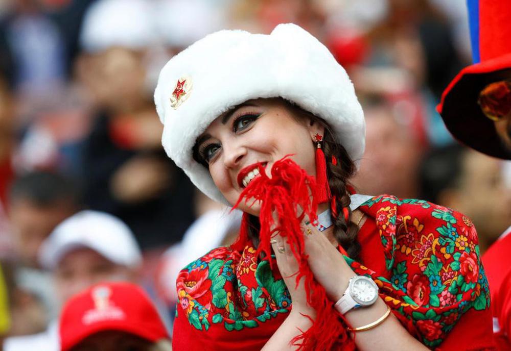 Hoa hậu, siêu mẫu và những cô gái Nga hút ánh nhìn trong lễ khai mạc World Cup 2018 - Ảnh 10.
