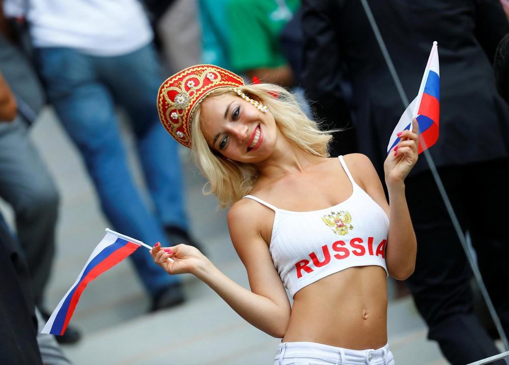 Hoa hậu, siêu mẫu và những cô gái Nga hút ánh nhìn trong lễ khai mạc World Cup 2018 - Ảnh 7.
